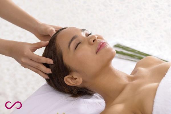Vitamines-pour-la-pousse-des-cheveux-massage 2